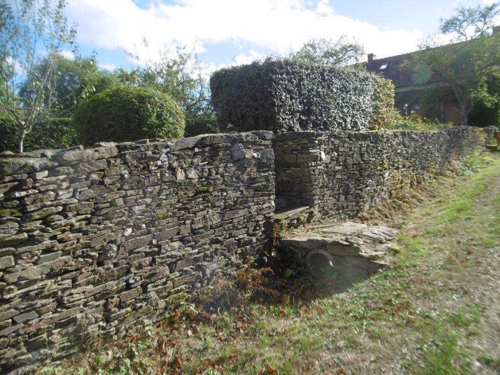 Mur de pierres seches